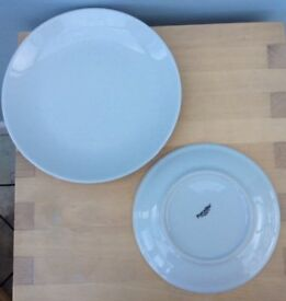22cm and 18 cm white plates