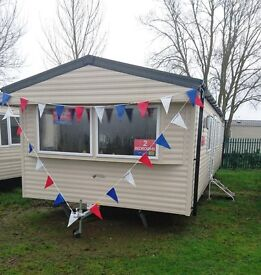 Cheap static caravan in Clacton Essex. Willerby Caledonia at Seawick & St Osyth Beach Park. Pool