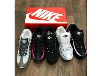 WOMEN'S TRAINERS BOXED