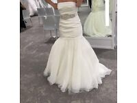 Brand New Pristine Vera Wang Wedding Dress