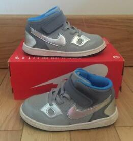 Nike boys C8.5