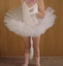 Girl's white ballet tutu. Age 4-5. Excellent condition.