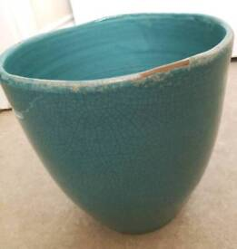 Beautiful large pot in blue/turquoise.