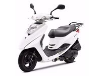 Yamaha Vity 125cc Scooter 2012 plate, white. Very low mileage