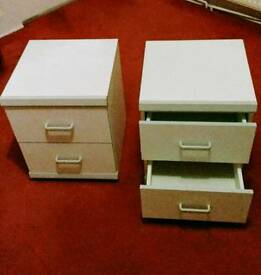 2 bedside drawers. White with 2 drawers each