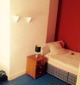 1 Double room to let £80pw