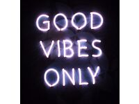 GOOD VIBES ONLY NEON SIGN PINK GLOW LIGHT WALL TROPICAL LEAVES LEAF ART FRAME HOME DECOR DECORATION