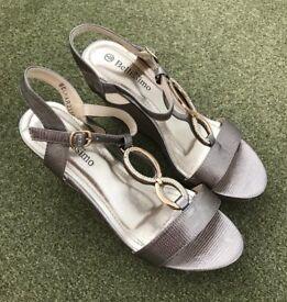 Bellissimo High Wedge Buckle Sandal Size 5 - £25 ono