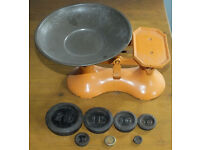 Vintage cast iron kitchen scales with full set of pound and ounce weights