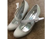White satin shoes. Size 6.