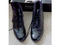 FootJoy Ladies Golf Boots. Size 7.