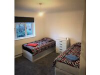 LEYTON: LARGE TWIN ROOM AT CHOBHAM RD, E15, *Couple/2 friends welcome