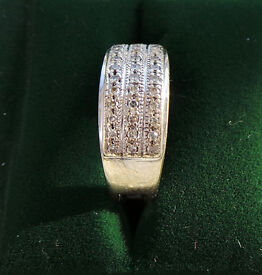 14CT WHITE GOLD & DIAMOND DRESS RING - INSURANCE VALUATION £950 (SN32)