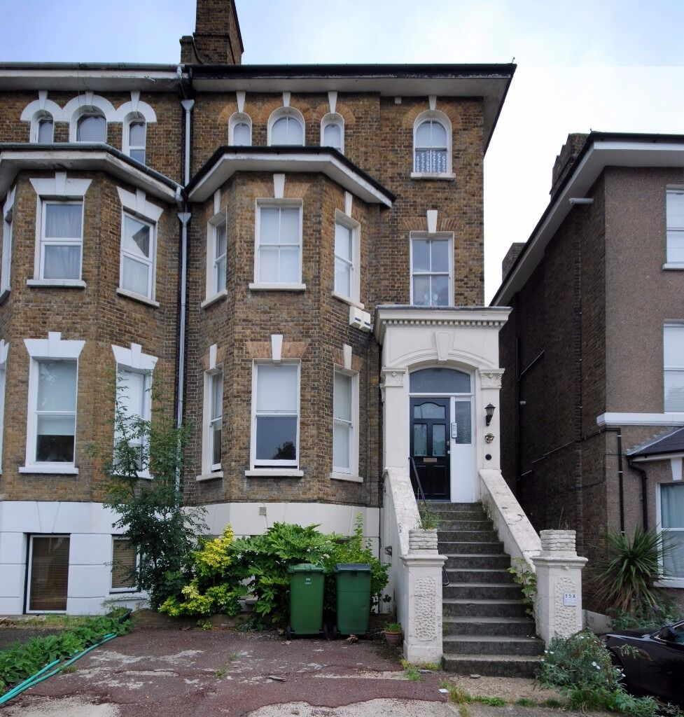 NEWLY REDECRATED, 3 DOUBLE BEDROOM, GROUND FLOOR FLAT, OFF STREET PARKING, ELTHAM, CLOSE TO SHOPS