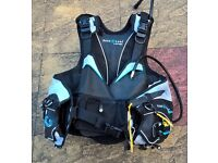 Ladies Aqua Lung Pearl i3 BCD, size M/L, with Weight Pockets, Good Condition.