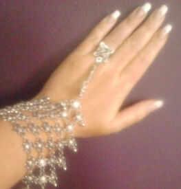 Silver Toned Boho Ornate Slave Foot Anklet Hand Bracelet with Ring.Can be worn on Hands or Feet.