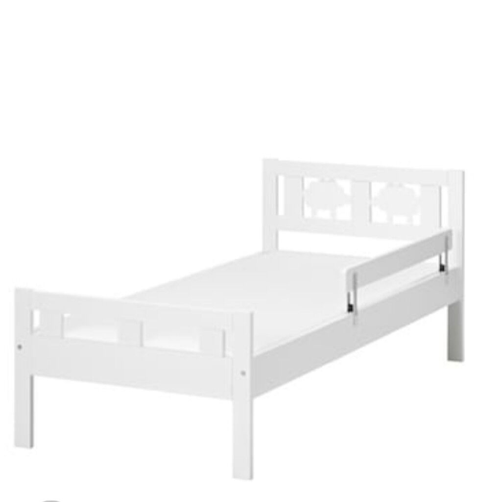 White toddler bed and mattress for sale. Good condition
