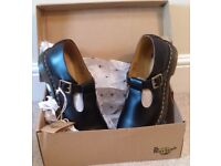 DR MARTENS BLACK 'POLLEY' BUCKLE SHOES UK 8 / EUR 42 * NEW * IN BOX RRP: £115