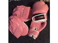 Ladies 6oz pink boxing gloves