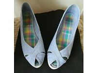Summer wedge shoes Size 4