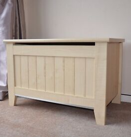 Mamas & Papas Storage Chest / Blanket Box / Chest Trunk in Maple Colour