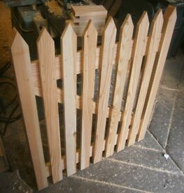TRADITIONAL WOODEN PICKET GARDEN GATE ,QUALITY DOUGLAS FIR ,MORTICE AND TENNON FRAME CONSTRUCTION