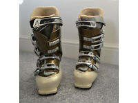 Fischer Ski boots – Ladies size 5. Adjustable Canting, SomAtec. Colour Ivory & Bronze