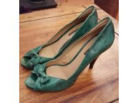 Size 41/ 7Pied A Terre Turquose/ green bow lesther