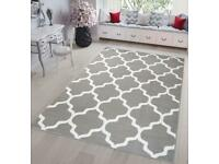 Grey rug by Tapiso