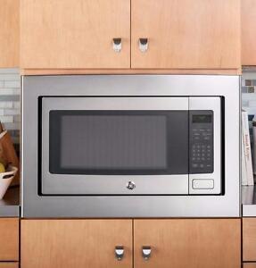 Four à micro-ondes de comptoir GE de 24 po, 1,1 pi³ en acier inoxydable (SKU : 1394)