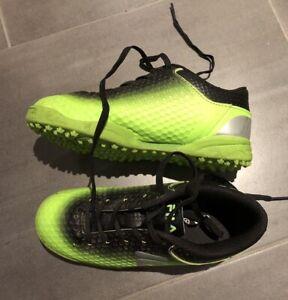 Sportschuhe von Adidas, grün mit roten Streifen, Gr.30