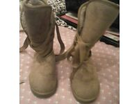 Faux Fur lined women Winter Lace-up Knot boots - size 4