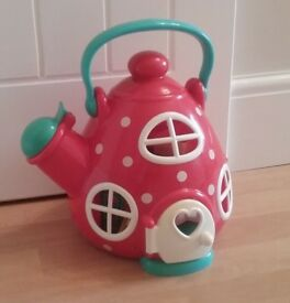 EARLY LEARNING CENTRE MOUSE HOUSE KETTLE PLAYSET WITH FIGURES FURNITURE