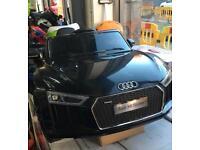 Audi R8 spyder ride on car electric £199