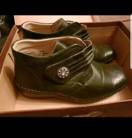 Ladies Olive Cushion Walk Ankle Boots Size 6 EEE