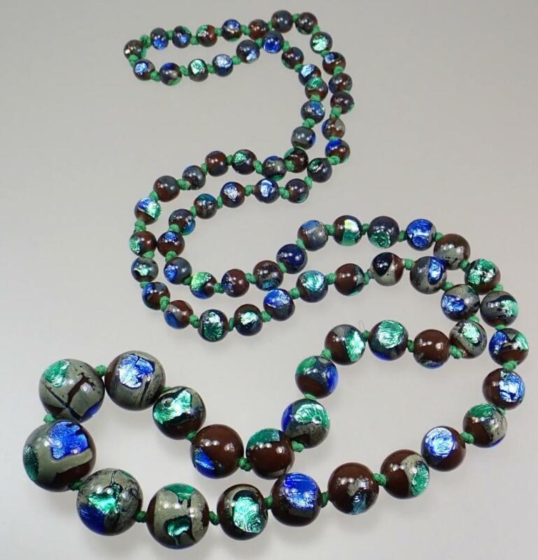 Beautiful Vintage Art Deco Czech Bohemian Peacock Eye Foiled Glass Bead Necklace