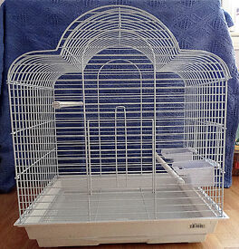 LARGE WHITE BIRD CAGE Only in use for 1 week.