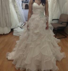 Allure 8955 wedding dress & accessories