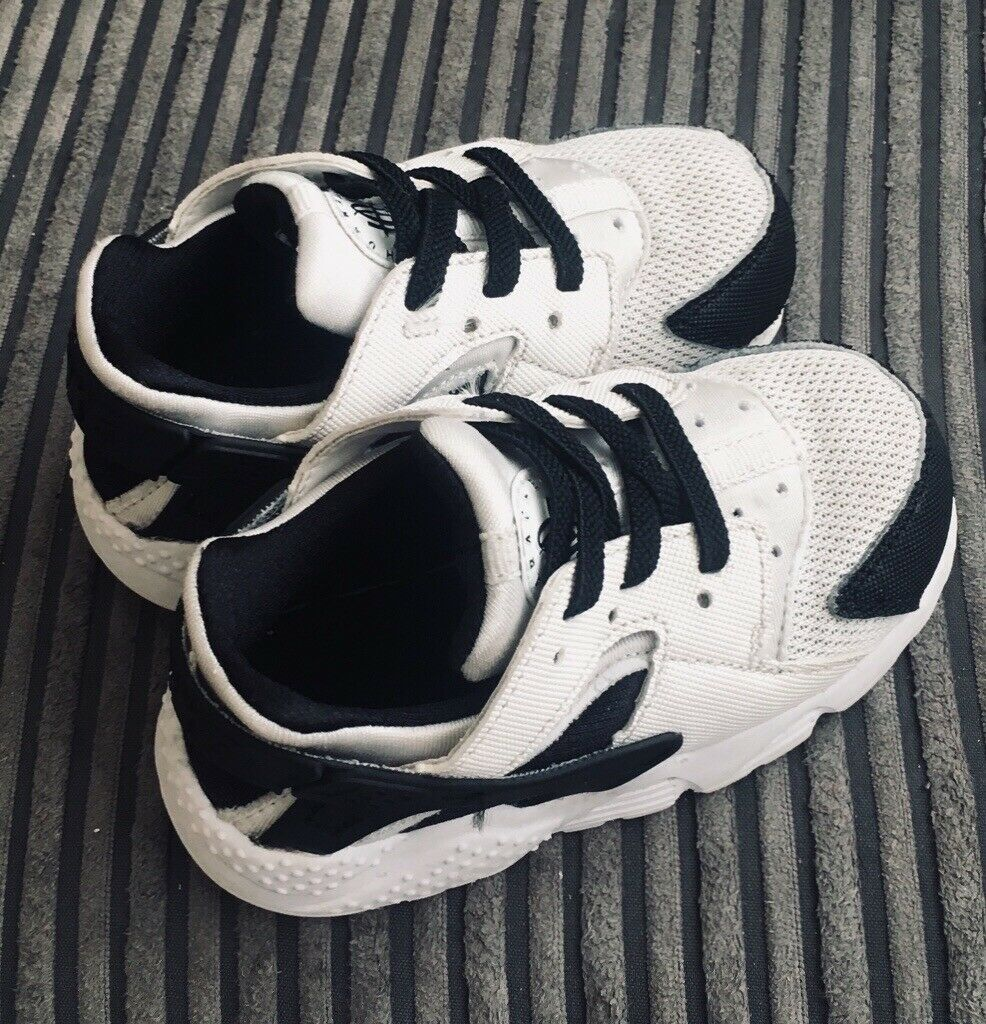 reputable site 60a8b c8fae Baby boys black and white size 6.5 huaraches | in Dingle, Merseyside |  Gumtree