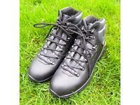 Trespass Real Leather Vibram Sole Hiking Boots Size 6 with Socks