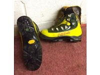 Top Flight Men's ASOLO mountain boots size 11 complete with thermal inners