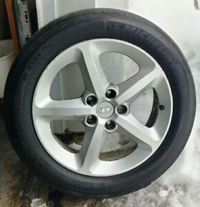 Hyundai  avec pneus 225-50-17
