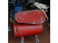 AIR COMPRESSOR - SEE PHOTOGRAPHS