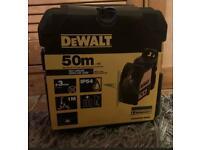** DEWALT DW088CG ** Green Cross Line Laser Level Self Levelling includes Bracket
