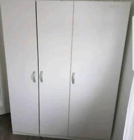 Wardrobe with steel diamond handles 140 x 181cm