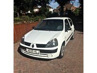 RENAULT CLIO 1.2 2005 *VERY LOW MILAGE* 9,500 MILES WHITE BRAND NEW M.O.T