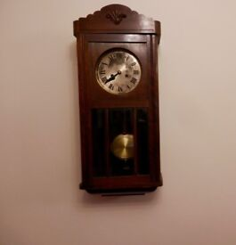WALL CLOCK WITH TWO KEYS WORKS WELL.