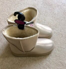 Fur lined Ugg-type Boots - Size 5