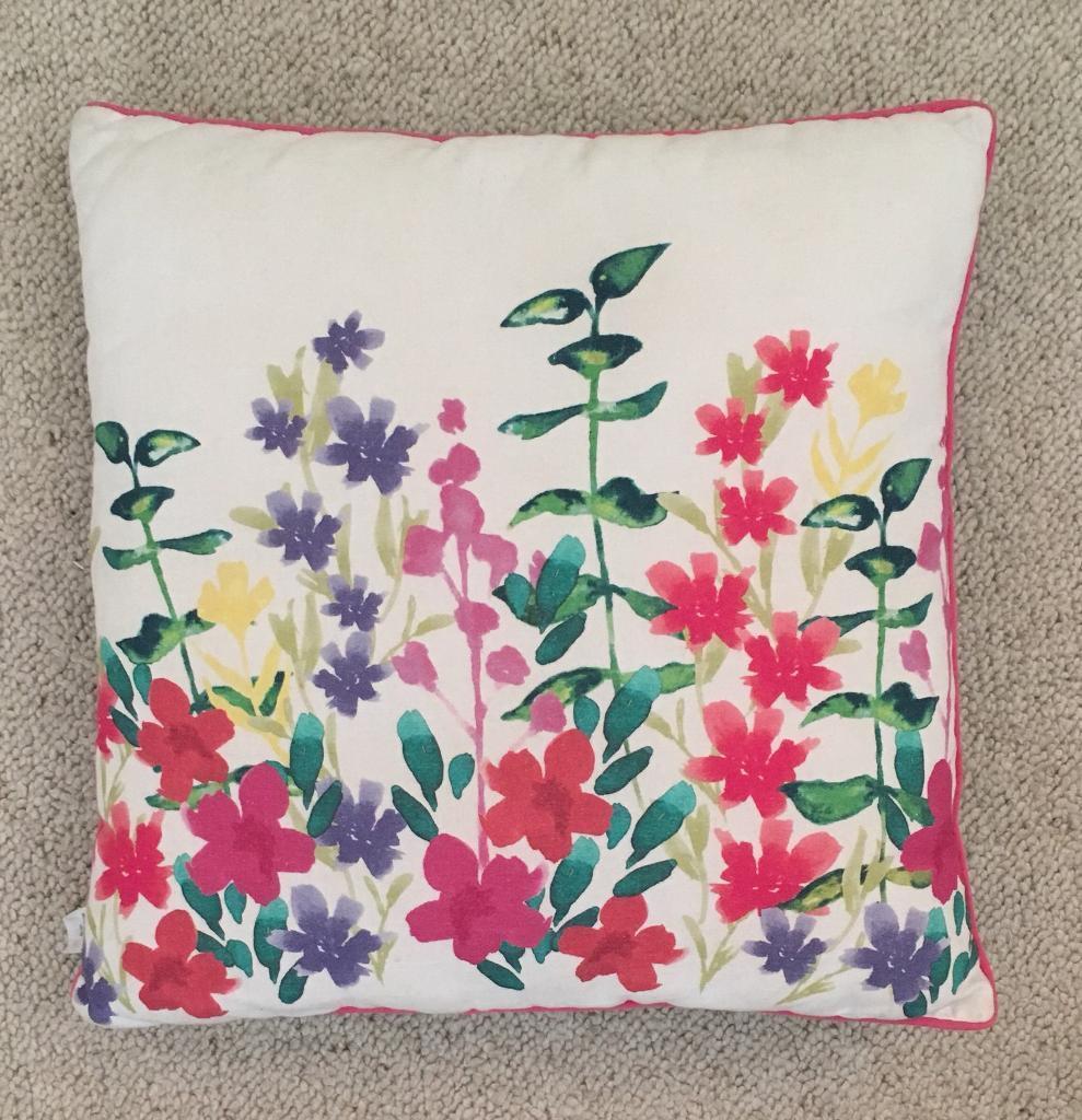 Pretty floral cushion. Collect darlington.