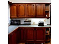 SOLID WOOD COUNTRY FARMHOUSE KITCHEN UNITS INC. APPLIANCES